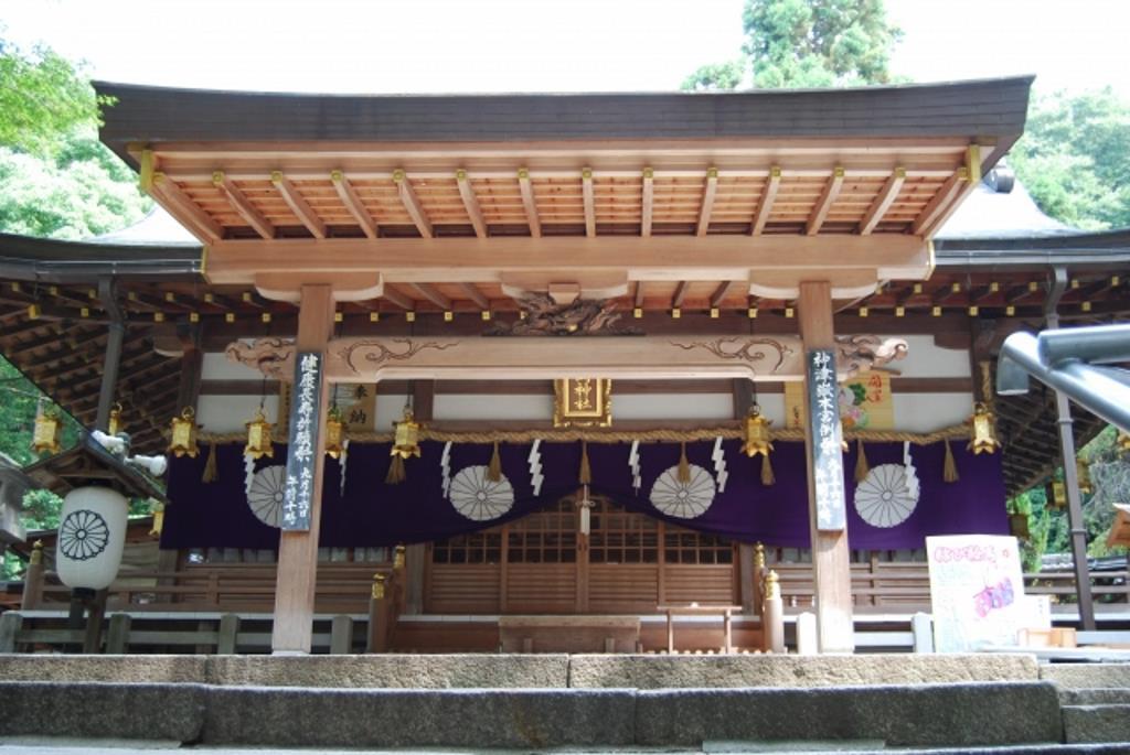 美しい梅林でも有名な東大阪市の古社・枚岡神社